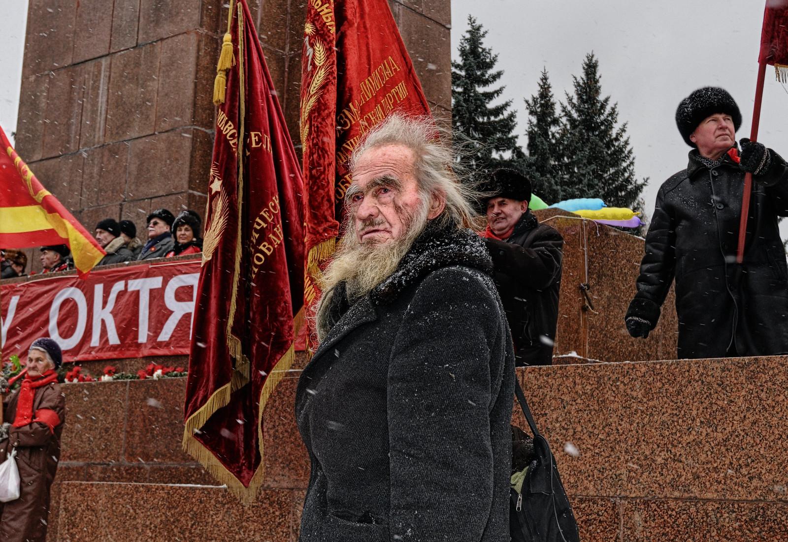Человек с сумой - портрет с митинга революции 1917 - фотограф Челябинск