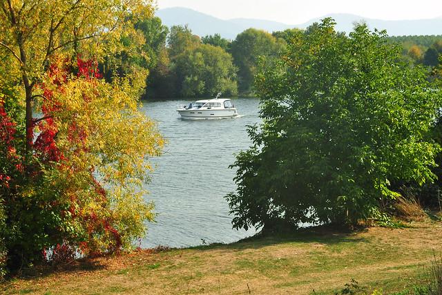 Oktober 2018: Mit der Neckarfähre von Ladenburg nach Neckarhausen ... Foto(s): Brigitte Stolle