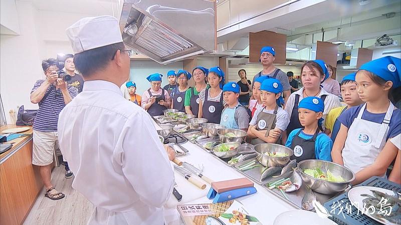 973-1- (13)台灣永續鱻漁發展協會從舉辦食魚教育課程,希望讓民眾知道怎麼吃魚,對海洋生態才有幫助。