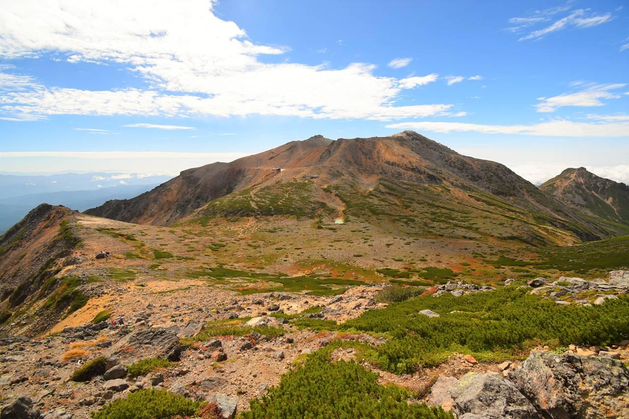 摩利支天山側から見る御嶽山とサイノ河原