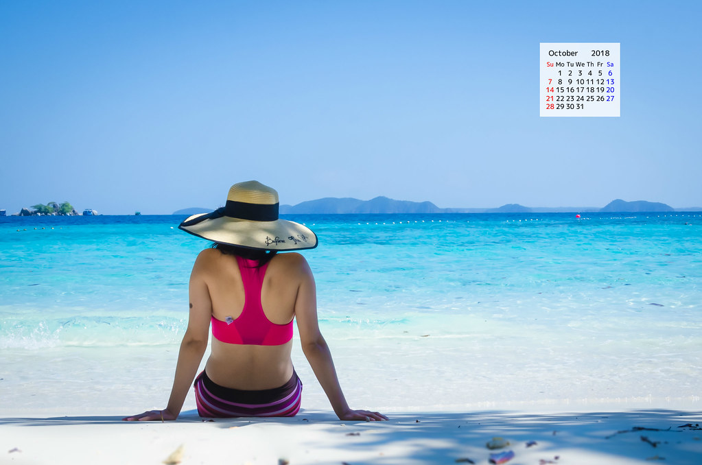 Free download October 2018 Calendar Wallpaper from Koh Chang Thailand