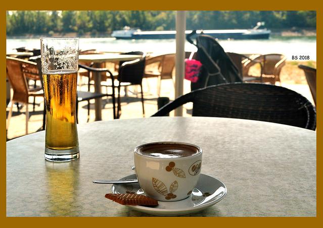 Mannheim, September 2018. Am Rhein sitzen und Schiffe gucken ... Foto: Brigitte Stolle
