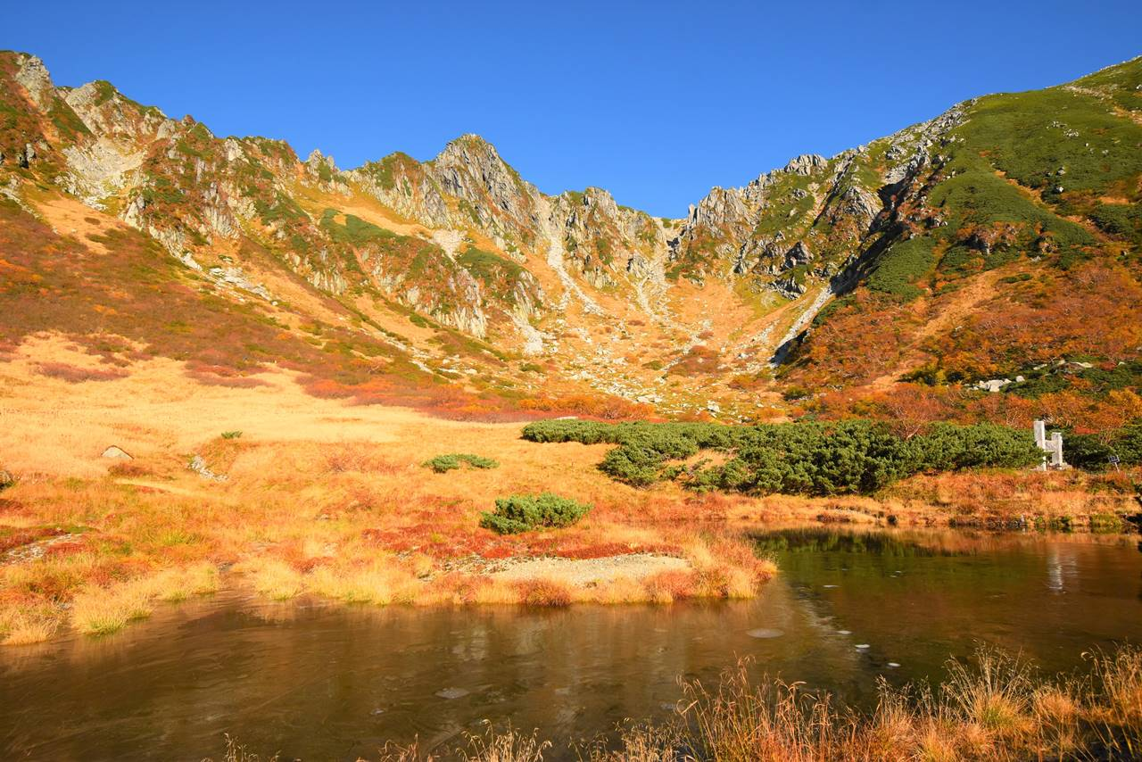 剣ヶ池からの紅葉の千畳敷カール