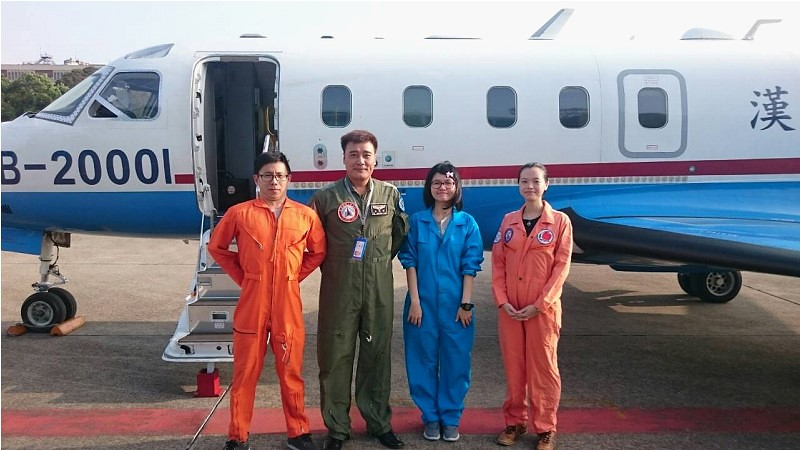 漢翔航空ASTRA 噴射機及追風計畫登機人員。 圖片來源:中央氣象局
