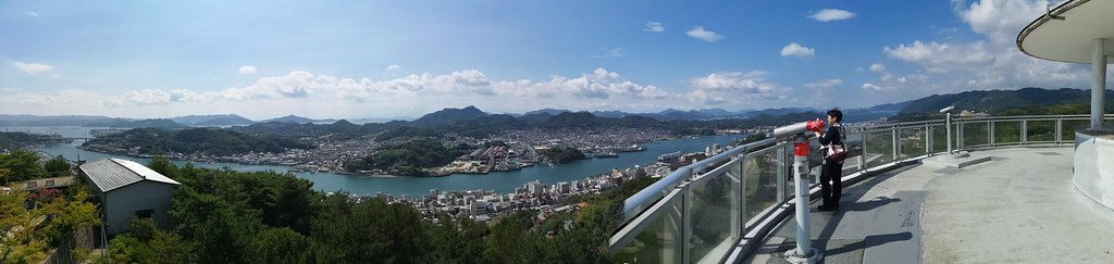 Catch a panoramic view of the route from a lookout situated on the summit of Onomichi.