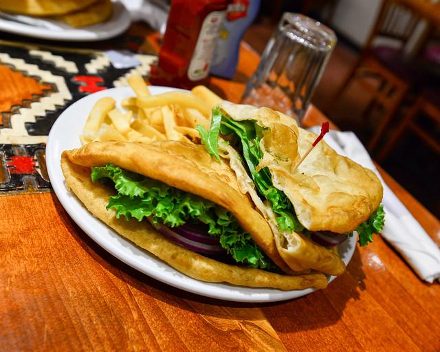 Hamburguesa navaja con pan de pita