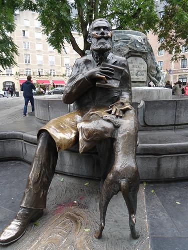 Monumento a Charles Buls