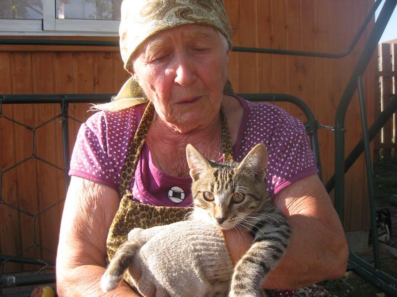 Максимова Надежда Петровна с своей кошечкой Кузей
