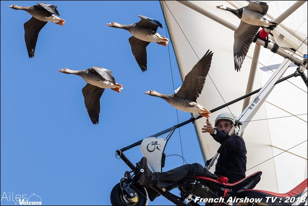 Christian Moullec, Voler avec les oiseaux , Ailes et Volcans - Aérodrome d'Issoire - Le Broc , Cervolix 2018 & La Montagne , Canon EOS , Sigma France , contemporary lens , Meeting Aerien 2018