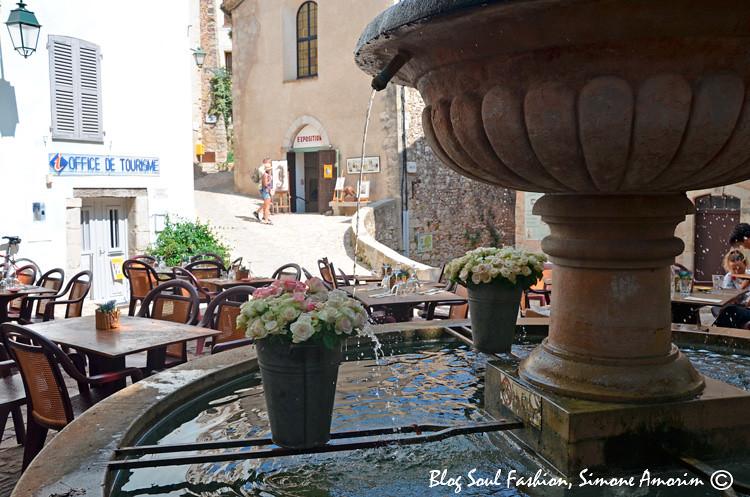 A linda fonte d'água construída no século 17, reconstruída em 1835 e totalmente restaurada 2007.