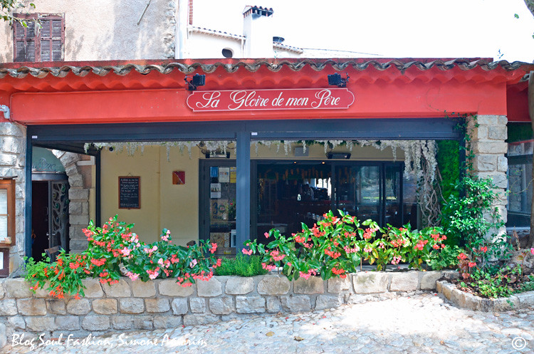 O lindo restaurante La Gloire de Mon Père a Seillans