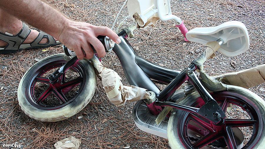 pintar una bici rosa en color negro