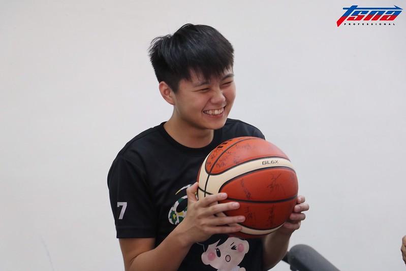 林釵娟畢業於馬公國中,畢業後至南山女籃打球,現在為台師大競技系學生。(行大昀/攝)