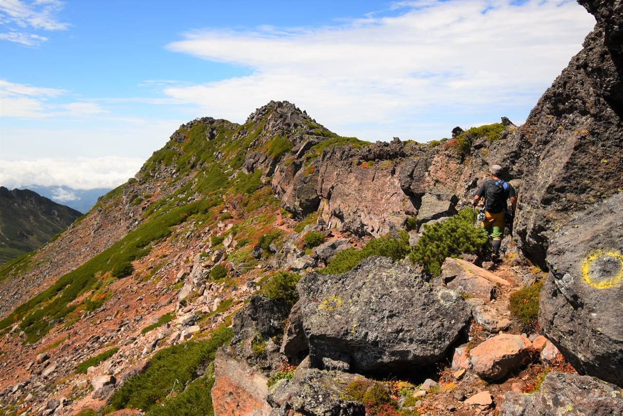 御嶽山・摩利支天山への岩稜帯