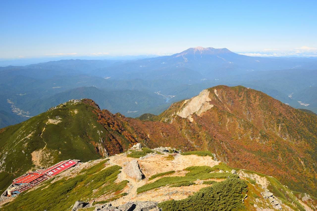 木曽駒ヶ岳から眺める御嶽山