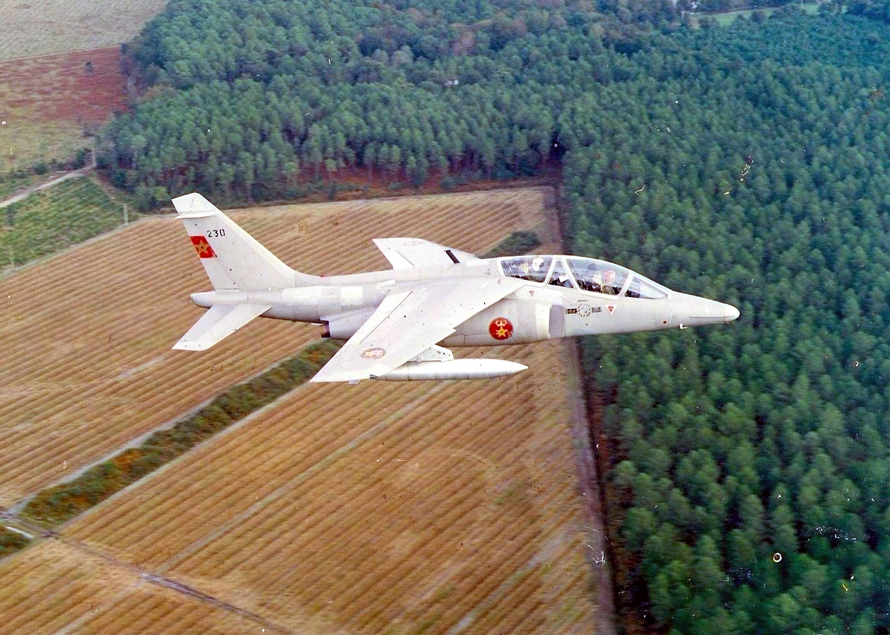FRA: Photos avions d'entrainement et anti insurrection - Page 9 44898613831_1c64b5da83_o