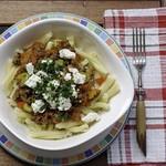 Pasta mit Ziege und Gemüse