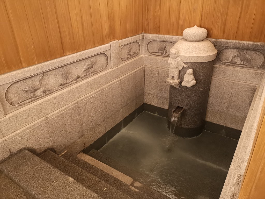 Doesn't the private bath inside Asuka-no-yu remind you of the imperial bath?