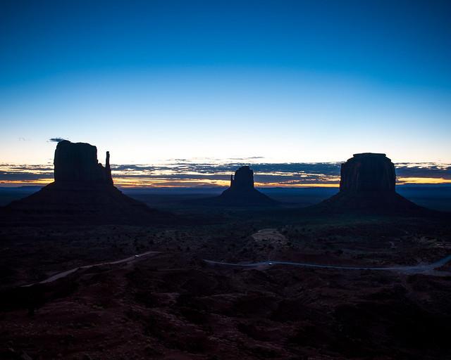 Hora mágica al amanecer en Monument Valley