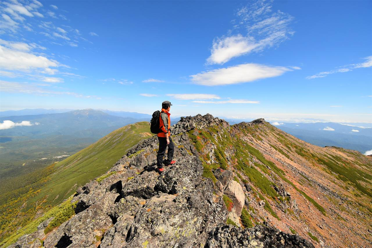摩利支天山山頂と外輪