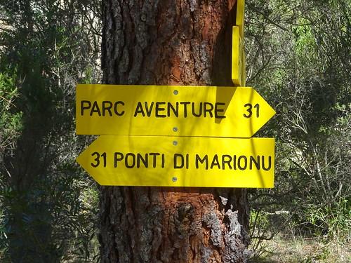 Panneaux à l'embranchement de Piscia Cava sur le PR3
