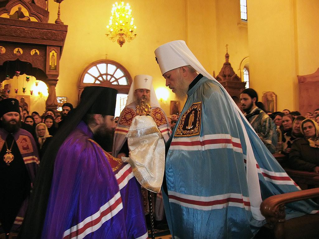 Вручение жезла епископу Святогорскому Арсению (Яковенко). 5 декабря 2005г.