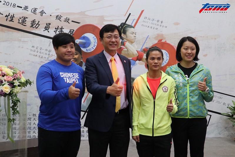 (圖左)林家瑩、台大代理校長郭大維、許淑淨、黃渼茜。(行大昀/攝)