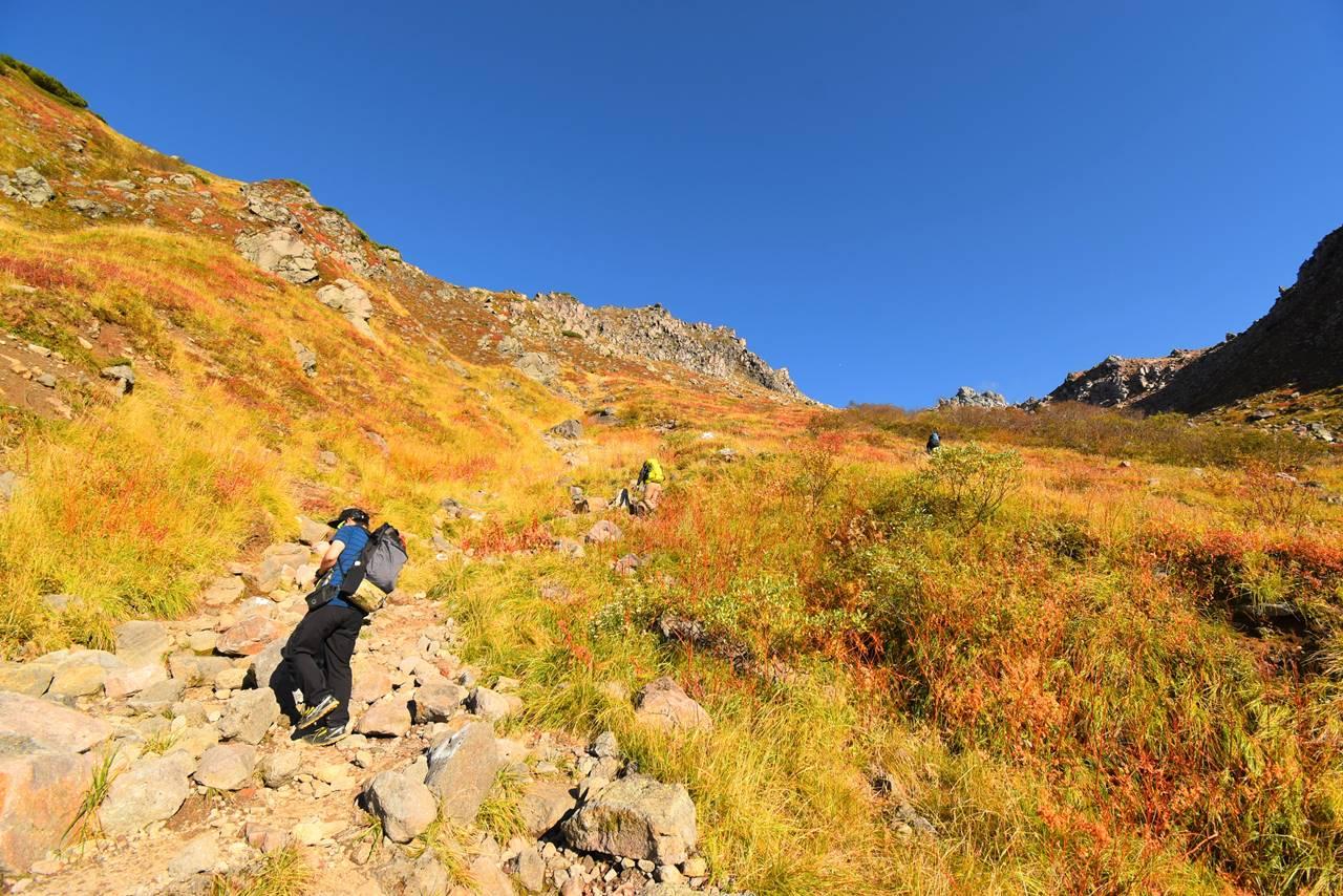 秋の焼岳登山