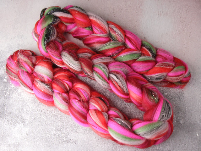 Rebel Blend extra fine Merino and Stellina combed top/roving spinning fibre 100g – 'Every Rose Has Its Thorn'