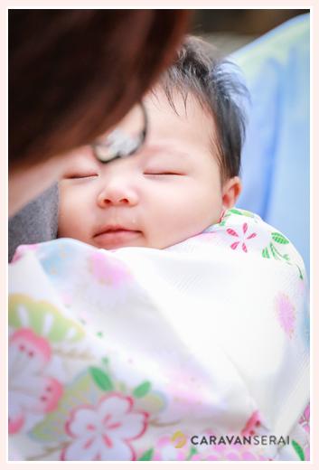 お宮参りで眠る赤ちゃん