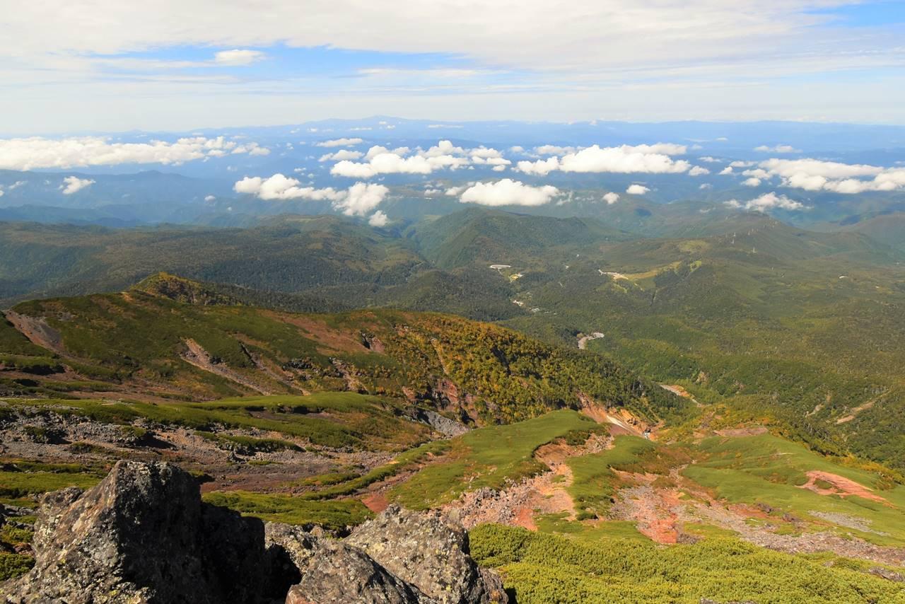 摩利支天山から眺める麓の紅葉