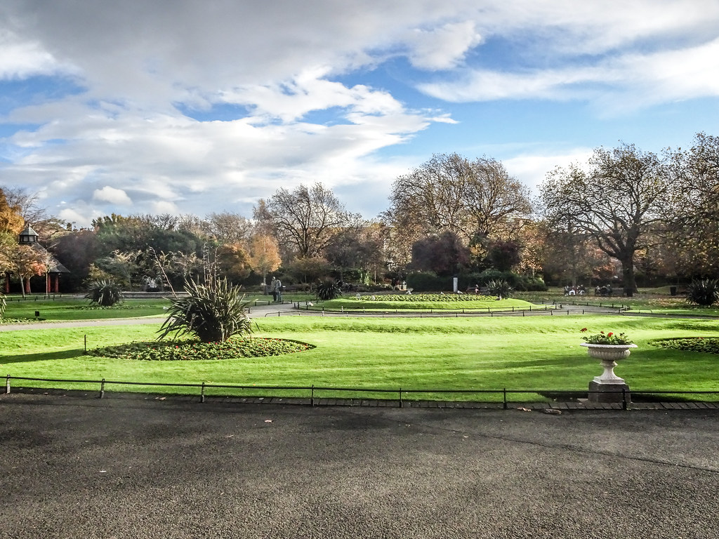 ST. STEPHEN'S GREEN IN AUTUMN 016