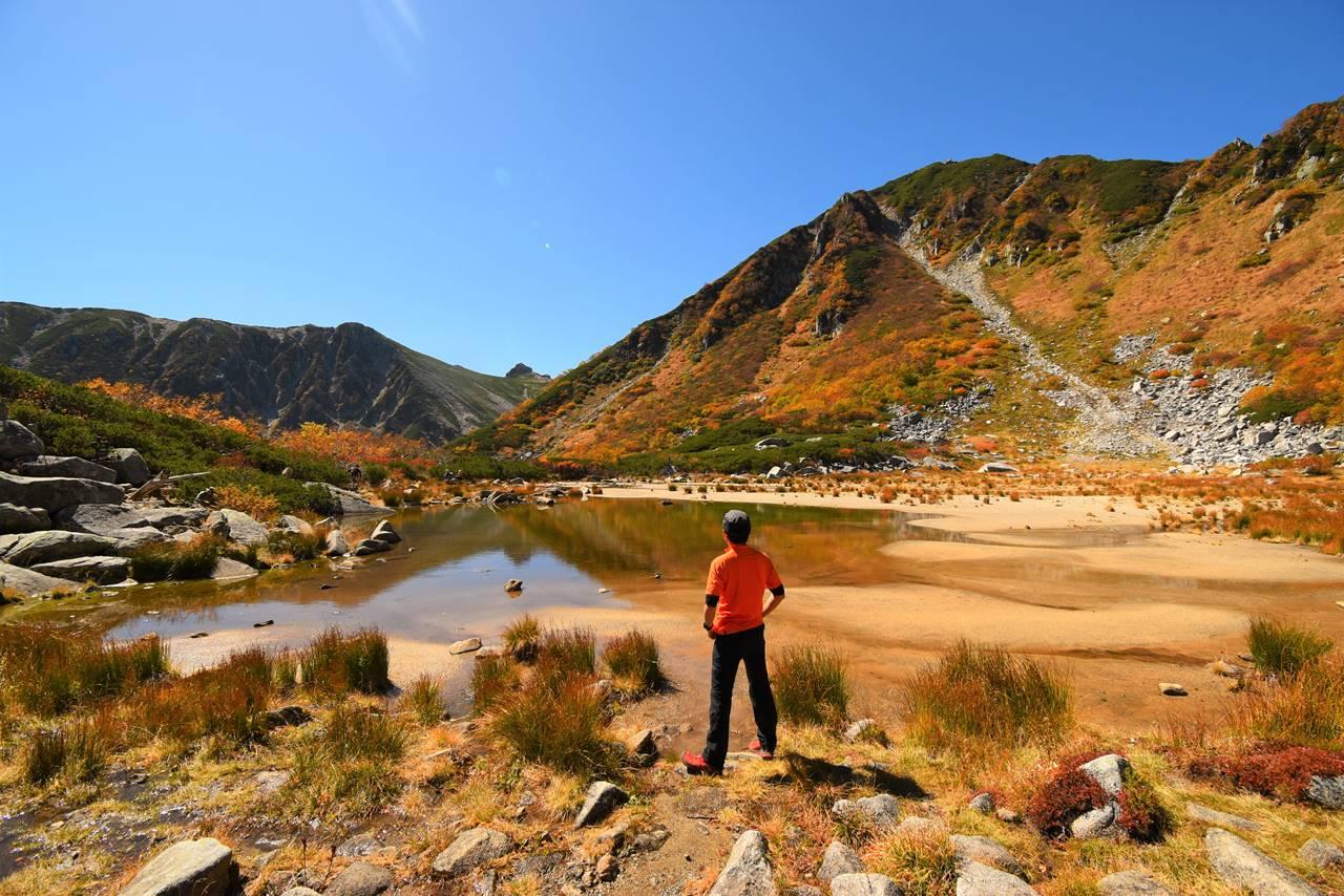 中央アルプス・濃ヶ池からの宝剣岳 紅葉登山