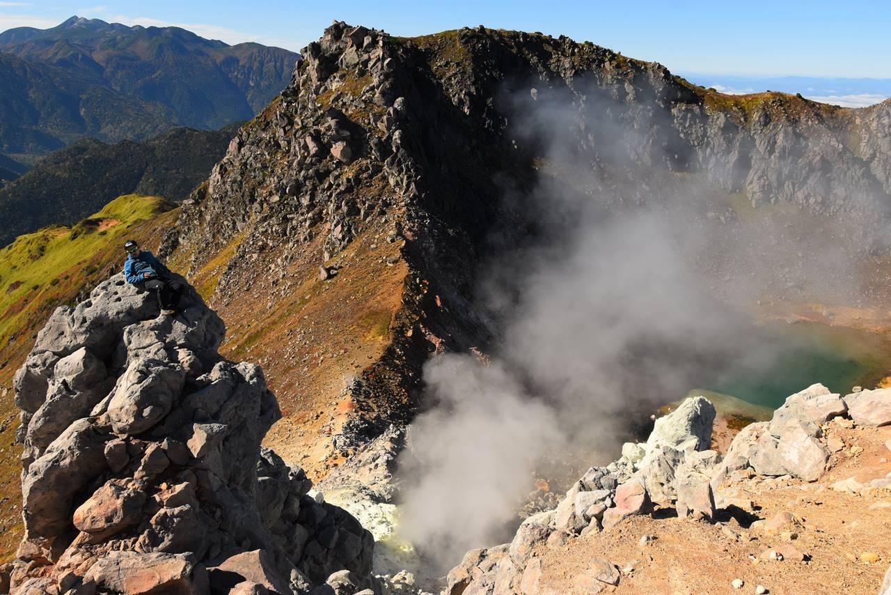焼岳山頂の噴気ガス