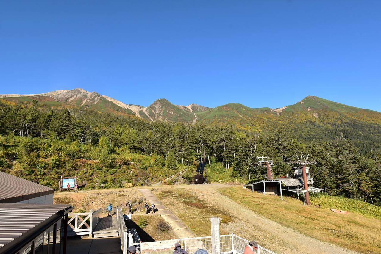 ロープウェイ展望デッキから眺める御嶽山