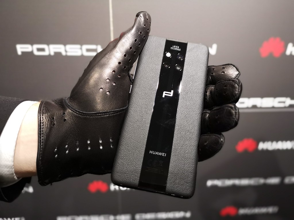 The Porsche Design Huawei Mate20 RS is symmetrical and sporty.