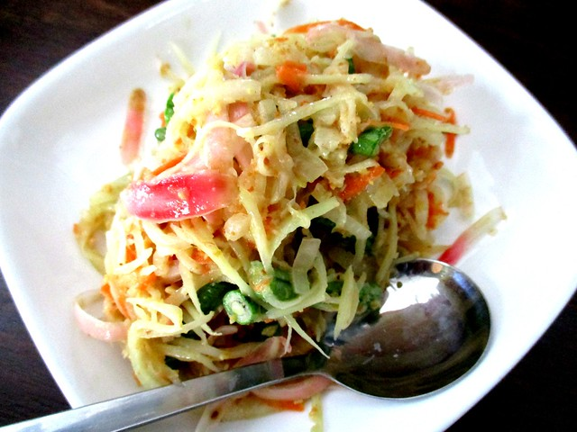 Payung Cafe papaya salad