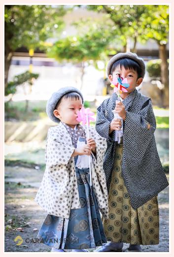 兄弟で七五三のロケーションフォト(愛知県知立市) ベレー帽と風車