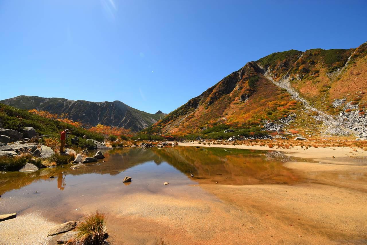 濃ヶ池の紅葉風景