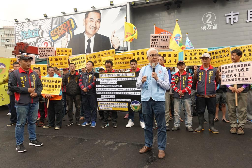 侯友宜競選總部總幹事林鴻池出面回應環保工會訴求。(攝影:張智琦)