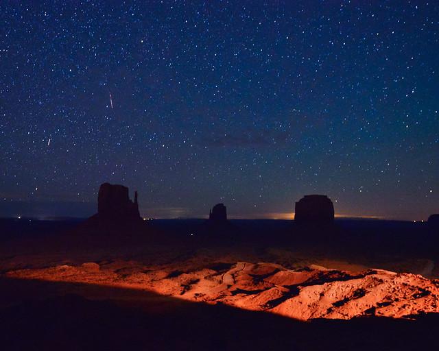 Monument Valley estrellado en la noche
