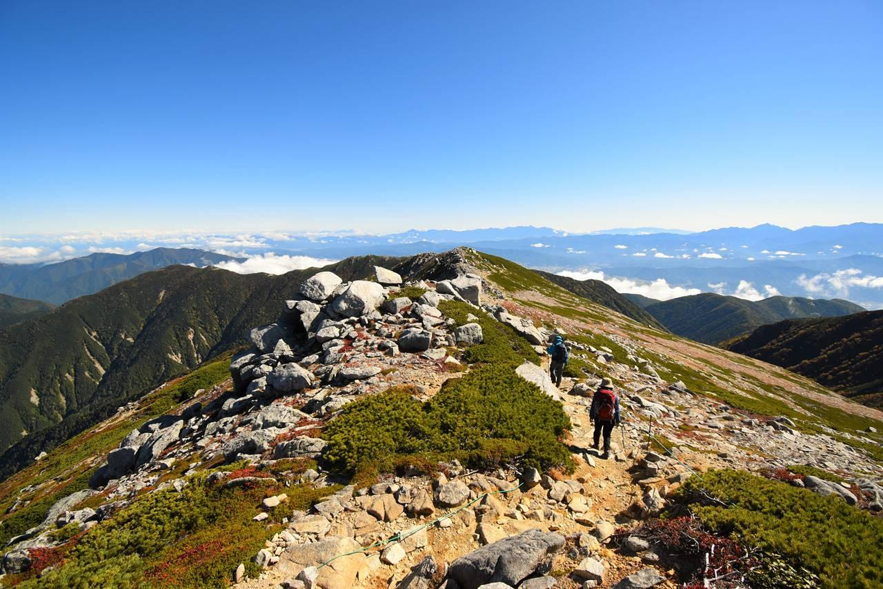 木曽駒ヶ岳から馬の背の稜線へ