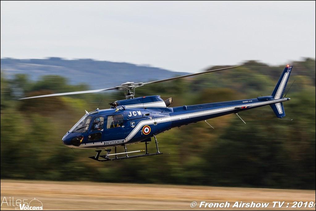 AS350 Ecureuil , gendarmerie cynophile - Maître-chien , Ailes et Volcans - Aérodrome d'Issoire - Le Broc , Cervolix 2018 & La Montagne , Canon EOS , Sigma France , contemporary lens , Meeting Aerien 2018