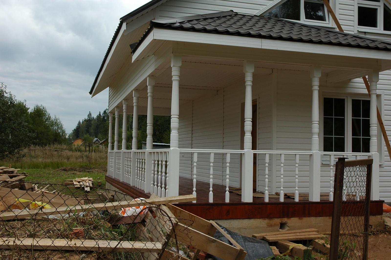 Вот так выглядит дом из бруса с отделкой виниловой вагонкой