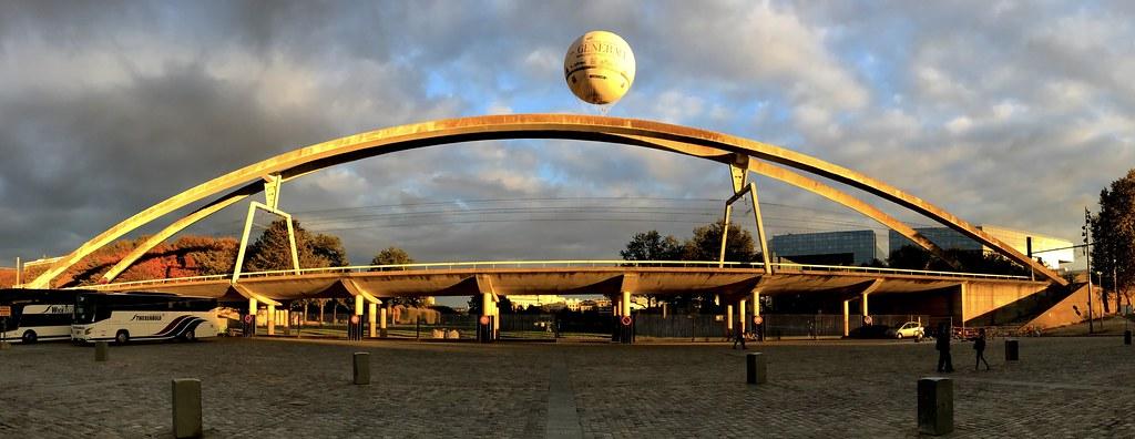 Ballon et pont ferroviaire