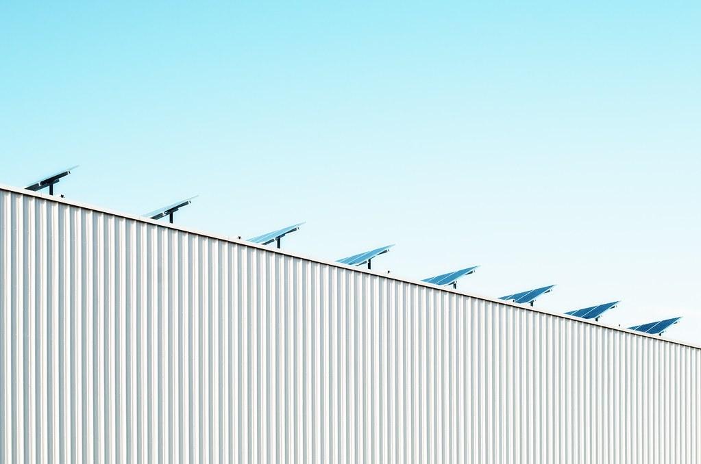 加拿大太陽能板。圖片來源:https://unsplash.com/@scottwebb