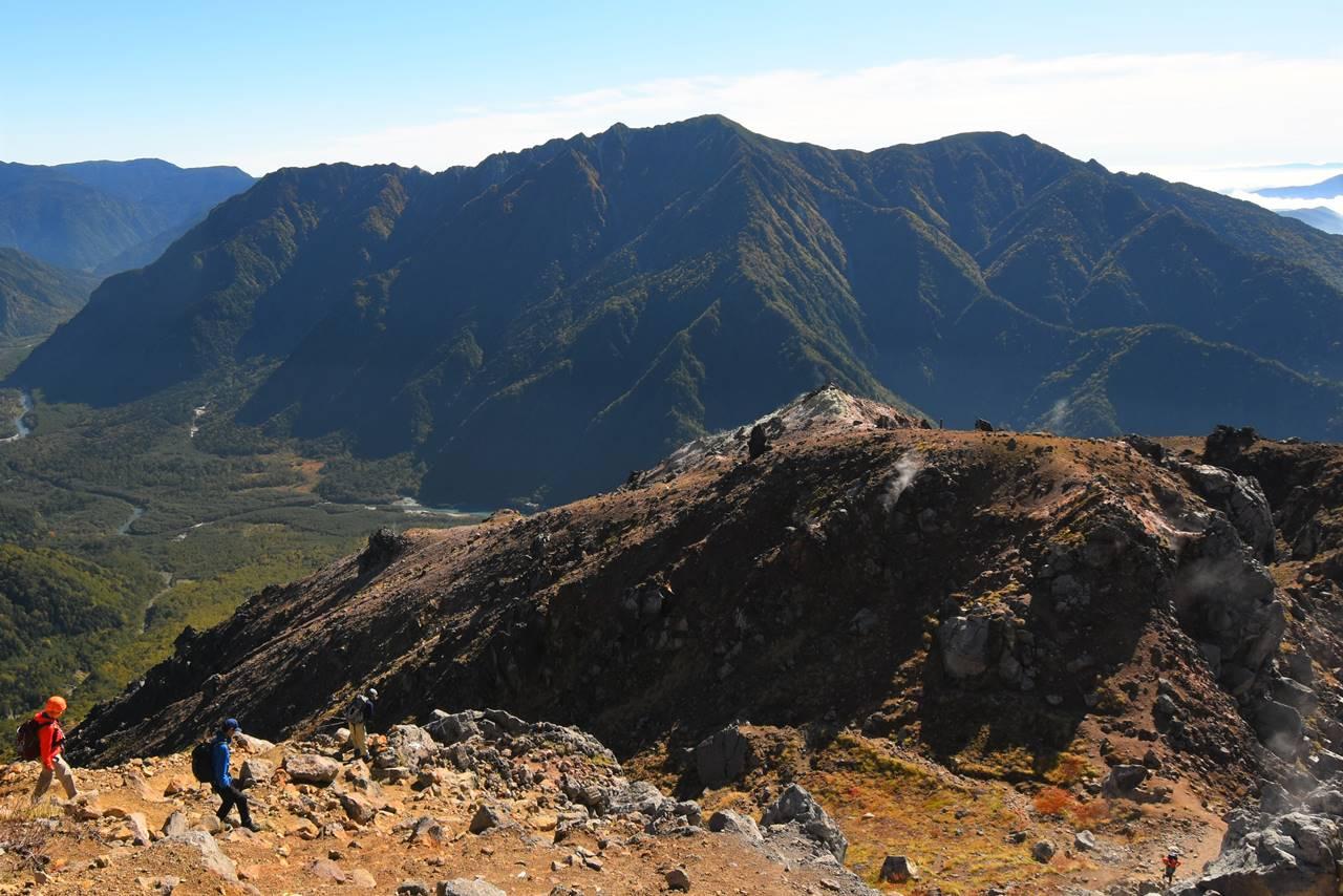 焼岳から眺める霞沢岳