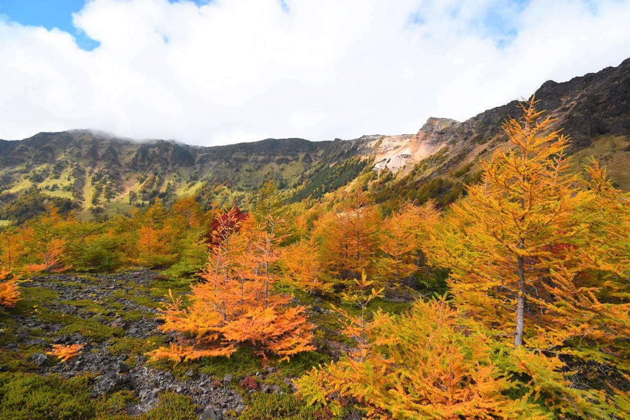 浅間山紅葉登山 賽の河原からの外輪山