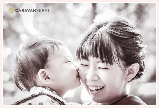 七五三 数えで3歳の男の子がママにキス