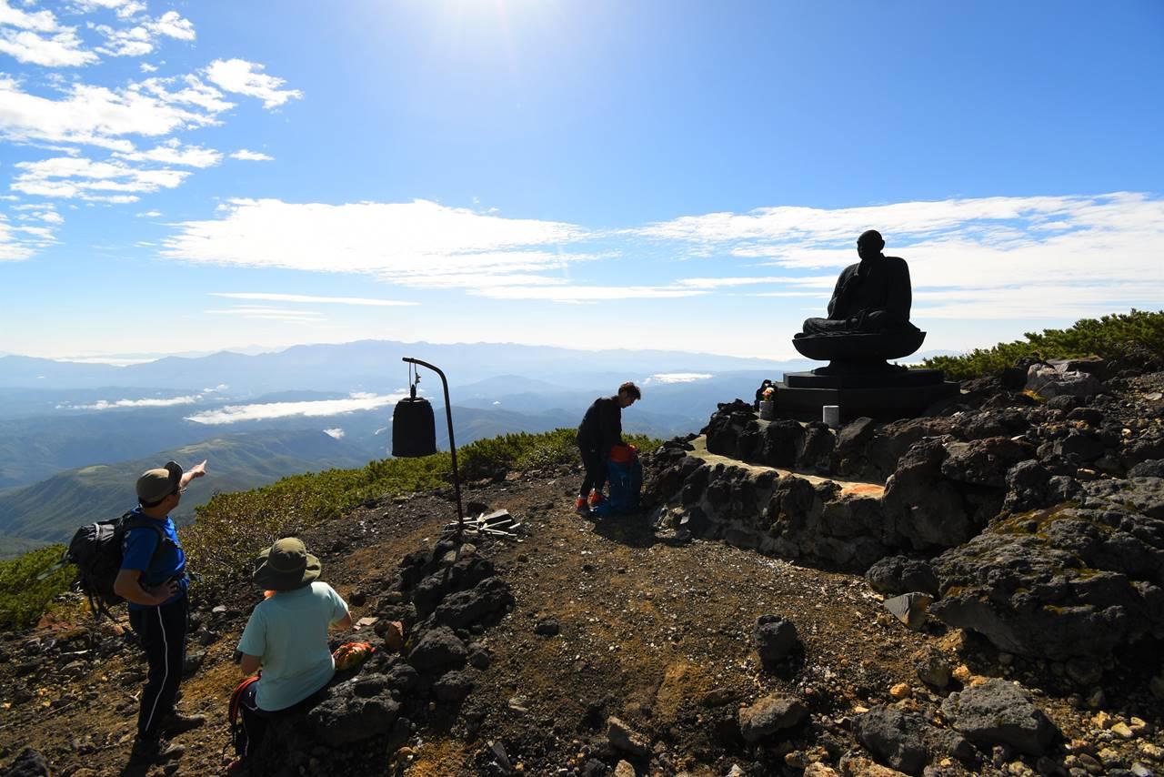 御嶽山 登山道の仏像と鐘